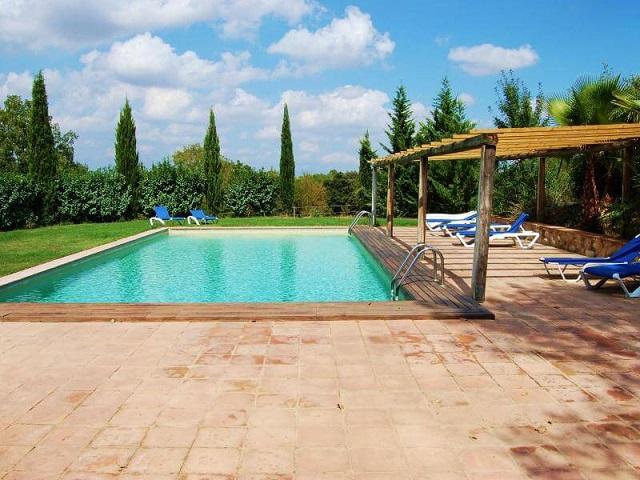 Casas rurales con piscina para ir con ni os clubrural for Casa rural para cuatro personas con piscina