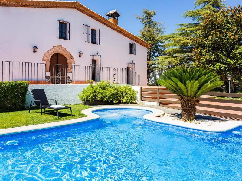 Casas rurales con piscina para ir con ni os clubrural - Casa rural para ninos ...