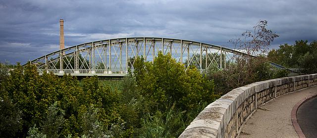 Puente de hierro sobre el Júcar