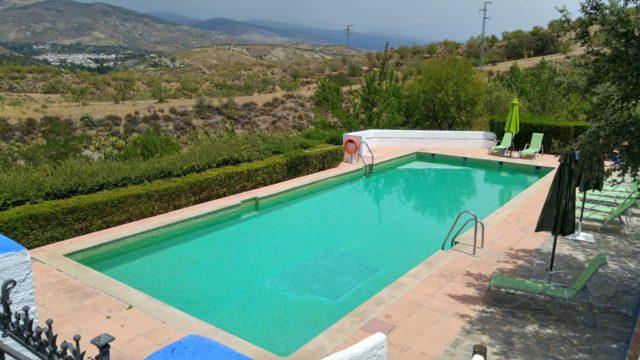 10 hoteles con piscinas espectaculares para este verano for Piscinas espectaculares